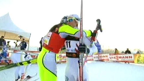 Petra Majdic gratulerar Hanna Falk till segern i Otepääs sprint 2010-01-17