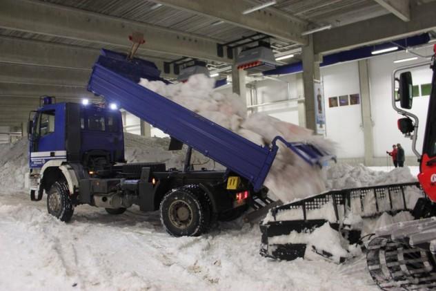 1-Lastwagen_kippen_Schnee_in_d_fc6495b660